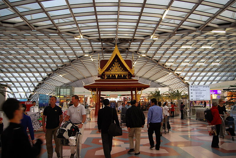 800px-Shopping_Plaza_at_Suvarnabhumi_Airport
